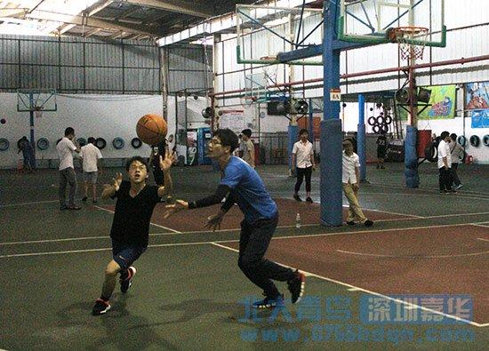 北大青鸟深圳嘉华学士后学员参加校园篮球赛