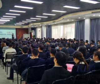 热烈祝贺嘉华教育集团2016年度优秀教师表彰大会顺利举行