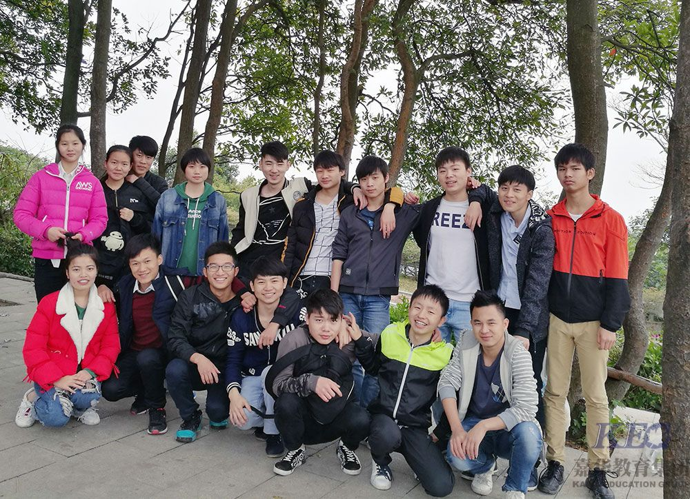 广州新嘉华学校T41班踏青爬山留念