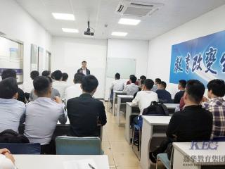 求实战型IT人才  多企业在深圳嘉华学校举行联合招聘会