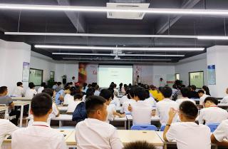 欢迎家长到校   深圳嘉华启蒙星专业QM1903班举办家长会